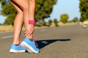 A tibial stress reaction can cause leg pain in runners.